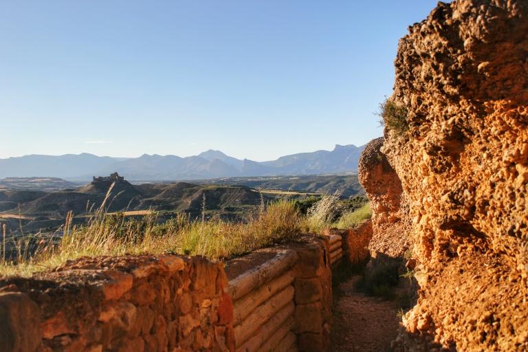 Castillos vigías y trincheras expectantes by Raul Catalinas